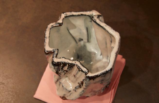 11 茶碗「エル キャピタン」 茶を喫した後の溜まりがクローバーの形に見える茶碗もあるそう。