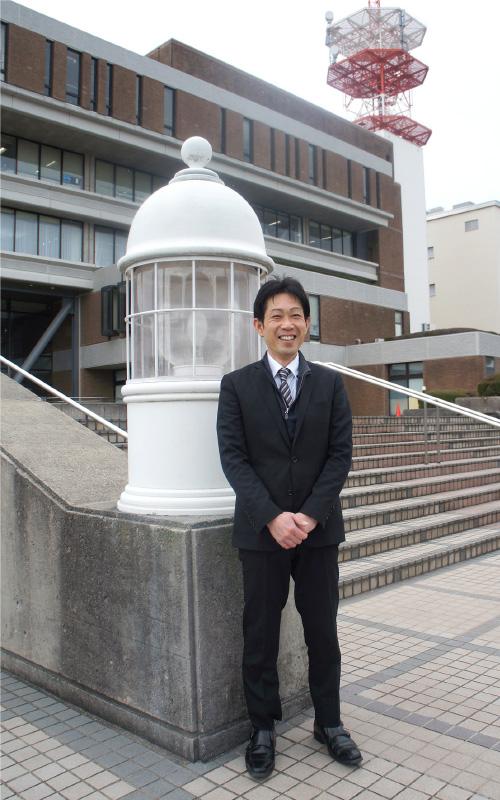 大賀浩文さん。浜田市役所の前で。