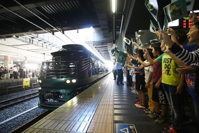 2017年6月17日 運行初日の京都駅0番ホームの様子