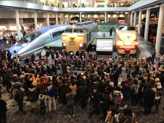 京都鉄道博物館でのクリスマスコンサートの様子