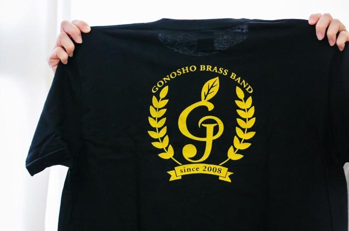 結成10周年を記念してつくられた五荘小学校金管バンドのTシャツ。頭文字の「g」をト音記号風にデザイン