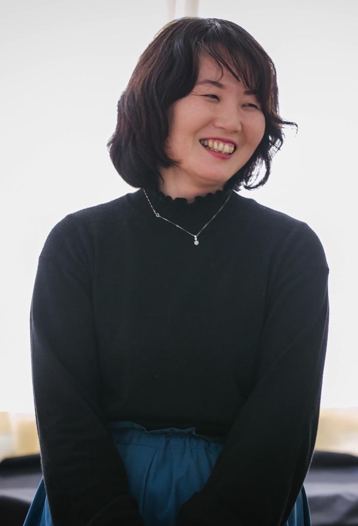 五荘小学校金管バンド 指導補助の西賀真紀さん