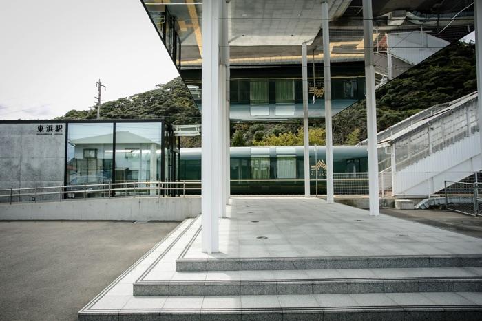 「瑞風」停車時の東浜駅