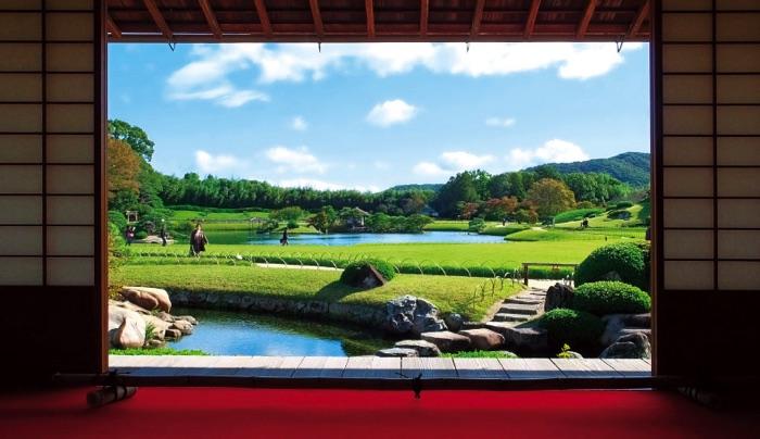 藩主の居室・延養亭から眺める岡山後楽園